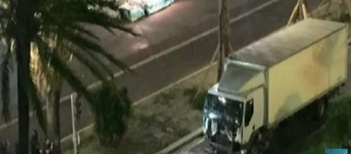 Attentato a Nizza, il camion della morte