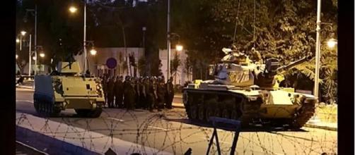 El ejercito turco declaró la ley marcial El arte de servir