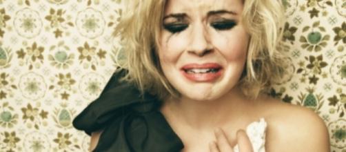 Ficar chorando e se lamentando, isso não vai te levar a nada. Depois de terminar uma relação, procure esquecer o que passou.