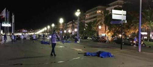 Los cadáveres de las 84 víctimas quedaron expuesto en el Paseo Marítimo de la ciudad costera