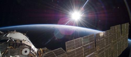NASA captura imagens de OVNI entrando na atmosfera em transmissão ao vivo