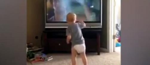 Newsclip®: Toddler mimics Rocky Balboa, other must-see video ... - newsclip.com