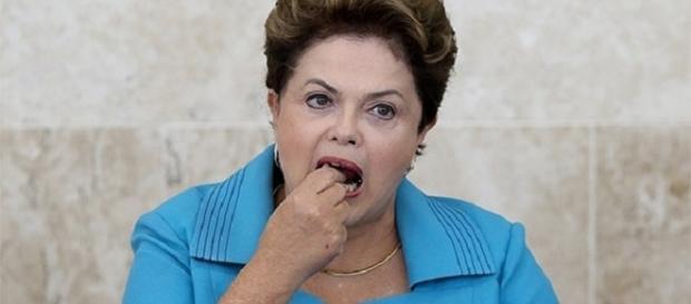 Dor de dente faz Dilma comparecer ao Palácio do Planalto pela segunda vez.