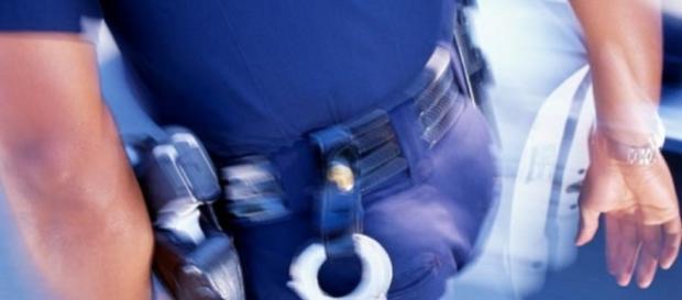 Policias são proibidos até de ficarem com mulheres
