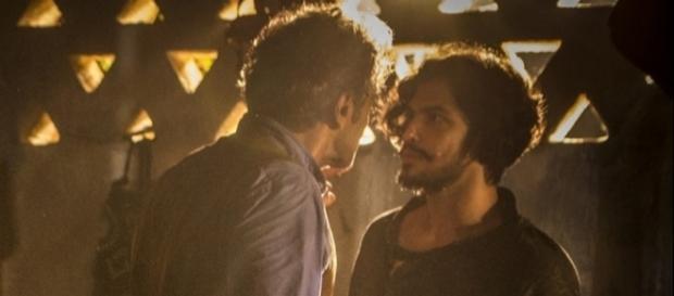 Santo e Miguel discutem em 'Velho Chico' (Foto: Divulgação/G1)