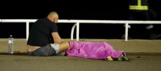 Vítimas sofrem pela violência sofrida nesse feriado (Foto: Reuters)