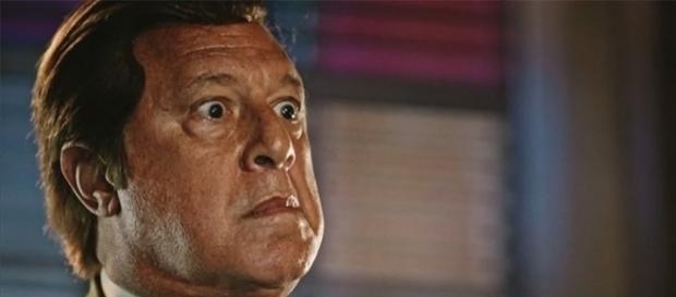 Afrânio fica furioso com padre Benício (Divulgação/Globo)