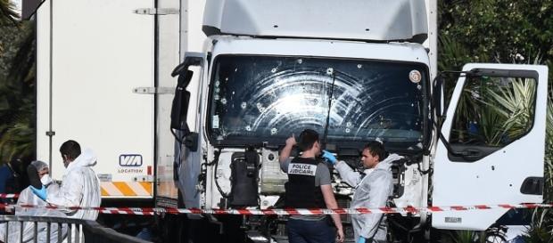 Anchetatorii cercetează camionul ucigaş