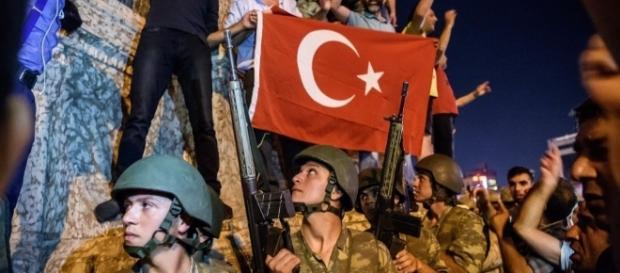 Clima de guerra tomou conta das ruas de Istambul, na Turquia