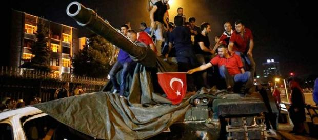 Intento de golpe militar en Turquía dejó más de 265 muertos