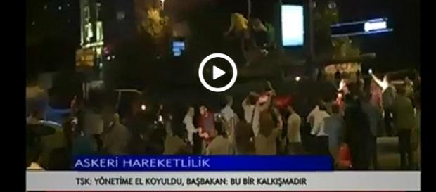 Mieszkańcy odpowiedzieli na apel prezydenta i wyszli na ulice walczyć z wojskiem