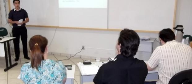 Uceff - Notícias - Acadêmicos de Administração apresentam TCC - com.br