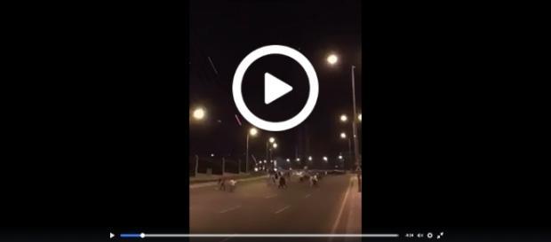 Wojsko ostrzelało tłum uciekających zwolenników Erdogana.