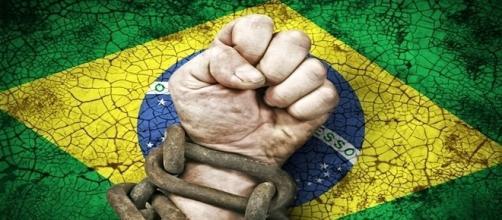 Brasil tem crise econômica em 2016 e projeção é piorar em 2017