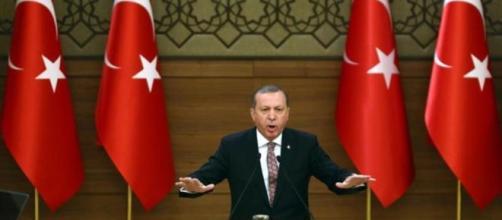 Francia avisa a Erdogan tras el intento de golpe de estado.
