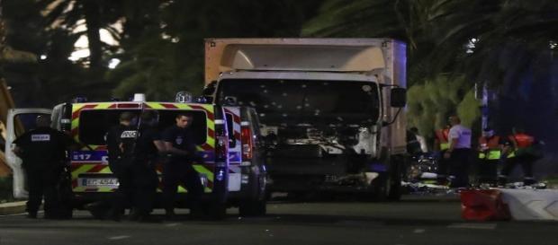 Caminhão ficou crivado de buracos de balas