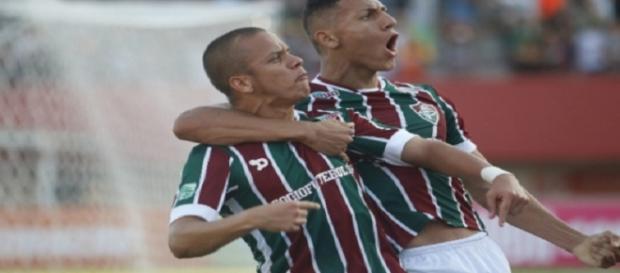 Marcos Júnior, de pênalti, definiu os 2 a 0 do Flu sobre o Cruzeiro (Foto: Lancepress)
