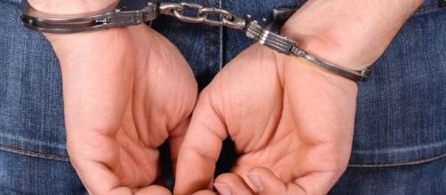 As algemas servem para imobilizar criminosos
