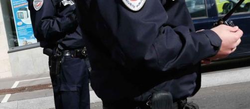 Nei pressi di Lione, 4 poliziotti aggrediti da teppisti.