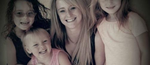 Leah Messer from'Teen Mom 2' with her daughters - inquisitr.com