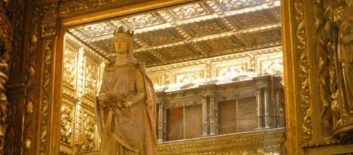 Rainha Santa Isabel repousa no Mosteiro Santa Clara-a-Nova