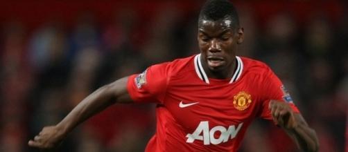 Un giovane Pogba in azione con la maglia del Manchester United