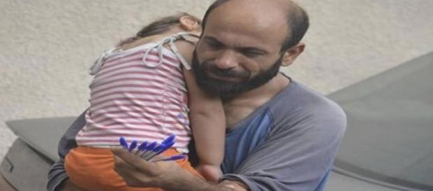 La emotiva foto que está cambiando la vida de un refugiado sirio - lavozdegalicia.es