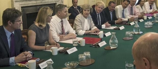 Noul premier britanic, Theresa May, împreună cu membrii Guvernului