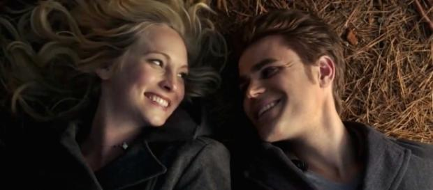 The Vampire Diaries: Caroline Forbes e Stefan Salvatore (Foto: CW/Screencap)