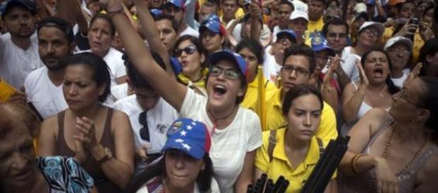 Venezuelanos vivem grave crise de abastecimento