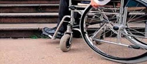 Disabile picchiato: ecco cosa rischia l'aggressore