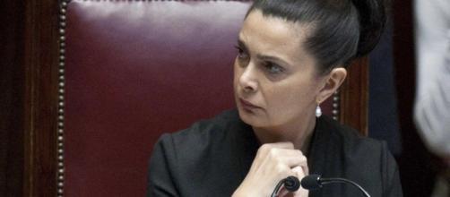 Offese a Laura Boldrini su Facebook: indagato un agente di polizia