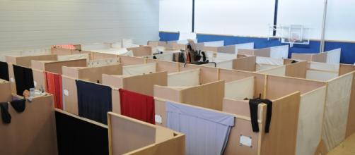 un dormitorio per i profughi all'interno del LaGeso