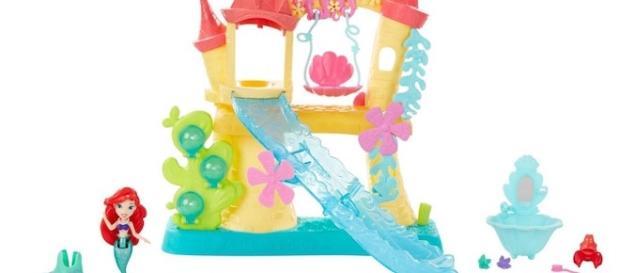 All photos are courtesy of Hasbro. Disney Princess Little Kingdom Ariel's Sea Castle
