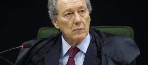 Presidente do STF, Ricardo Lewandowski, decidiu que grampos de conversas que envolvem ex-presidente Lula, fiquem nas mãos do juiz Sérgio Moro