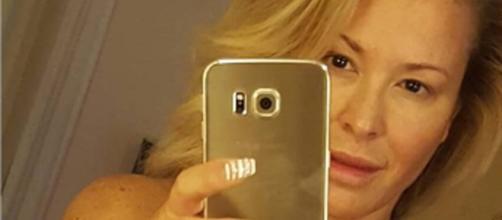 Anastacia senza veli dopo il tumore al seno: selfie osè su Instagram