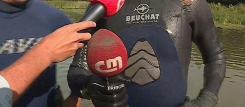 Microfone foi recuperado do fundo do lago por mergulhadores portugueses