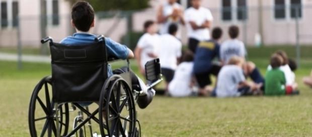 Menino cadeirante é estuprado por colegas de escola