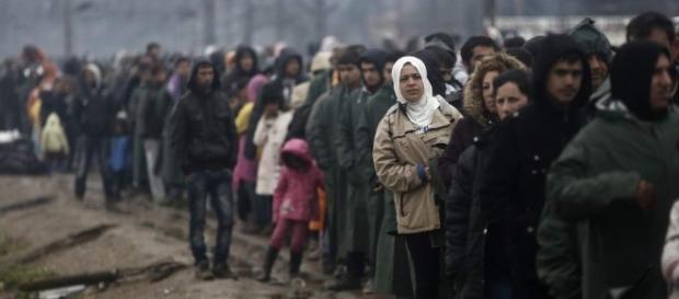 Miles de refugiados en las afueras de las fronteras europeas.