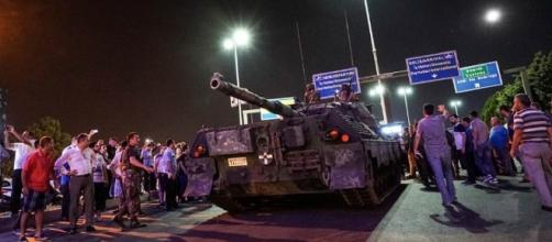 Il Golpe in Turchia, continuano le epurazioni di massa.