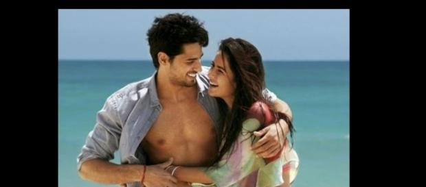 Katrina Kaif and Siddharth Malhotra's Kala Chasma ( Image source: Youtube.com)