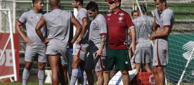Levir Culpi esboça time para encarar o Atlético-PR no domingo (Foto: Gazeta Esportiva)