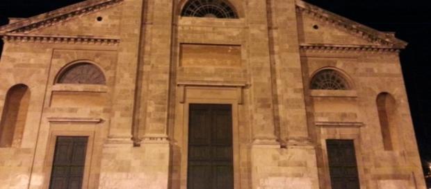 Ruba in chiesa mentre il prete recita il rosario, inseguito e ... - quilivorno.it