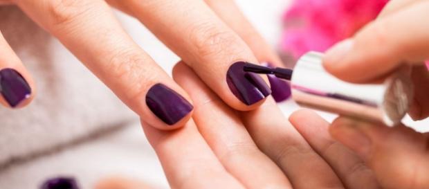 Tips de manicura: ¿cómo diluir un esmalte para que dure más? - ellookdelasfamosas.es
