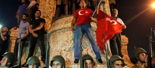 El Pueblo Turco Toma las Calles