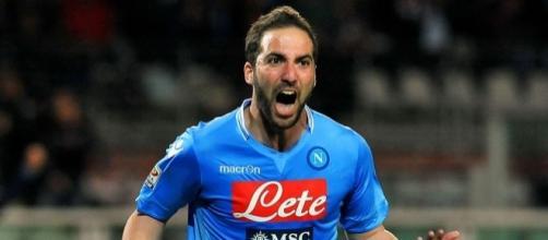 Gonzalo Higuain, con la maglia del Napoli. Ora è molto vicino alla Juventus