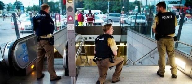 Atentado em shopping na Vila Olímpica de Munique foi gravado e vídeo viralizou nas redes sociais.