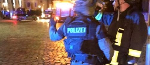 Una persona è stata uccisa in una esplosione in un wine bar di Ansbach in Germania, gli altri nove sono feriti
