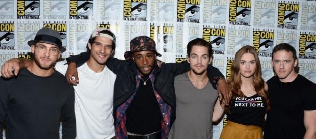 """Elenco da série """"Teen Wolf"""" presente na San Diego Comic-Con 2016"""