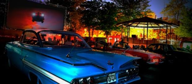 La bombilla, sesiones de cine en driving